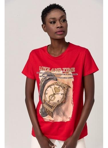 Coral Kalpli Taşlı Saat Baskılı T-Shirt Kırmızı Kırmızı